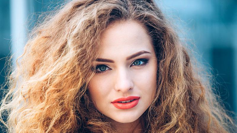 Vitamine a buon mercato per capelli da una perdita di capelli